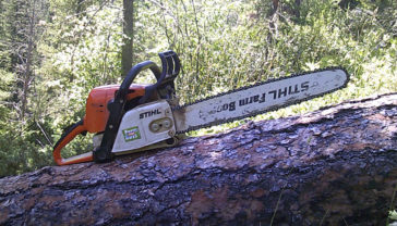 Hot weather chain saw starting